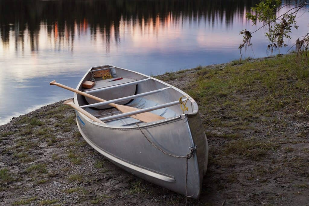 How Much Does an Aluminum Canoe Weigh?